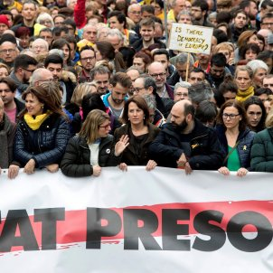 Tens of thousands protest in Barcelona against Puigdemont detention