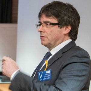 Schleswig-Holstein public prosecutors request to extradite Puigdemont, keep him in prison
