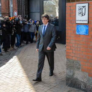 """Puigdemont calls for """"immediate"""" release of all the political prisoners"""