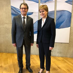 Mas meets Sturgeon in Scotland