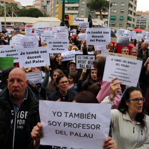 Show of support for Catalan teachers accused of hate crime