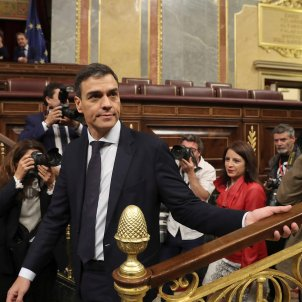 Pedro Sánchez, invested prime minister of Spain with 180 votes against Mariano Rajoy