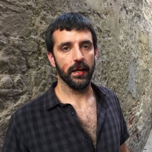 Spanish police open investigation into officer who attacked a photojournalist
