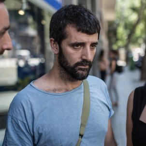 Prosecutors call for two years in prison for Spanish police officer who attacked photojournalist