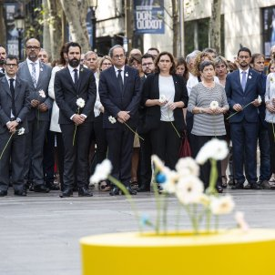 Spanish monarchy pressured government to stay away from Rambla floral offering