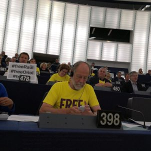 European Parliament dressed in yellow for the Catalan political prisoners