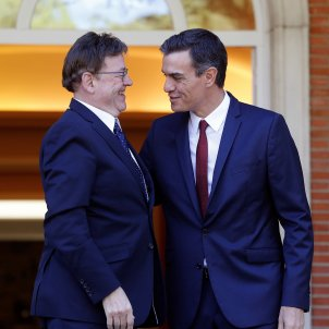 Spanish government tells Valencia to communicate with Catalonia in Spanish