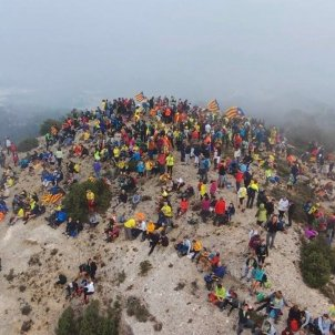 Around 16,000 Catalan hikers climb 18 peaks to support prisoners and exiles