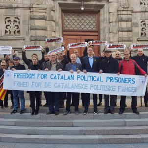 Nine Danish MPs hold protest calling to free the Catalan political prisoners