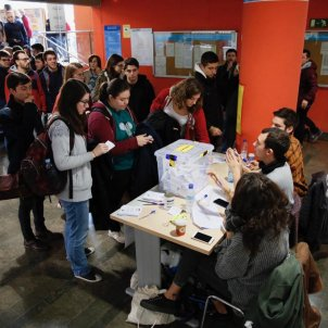 Students queue to vote in unofficial referendum on Spanish monarchy