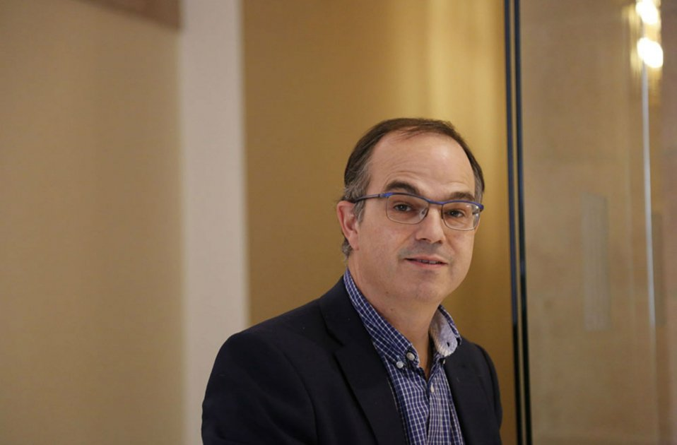 Catalan hunger striker's entry into hospital concerns the international press