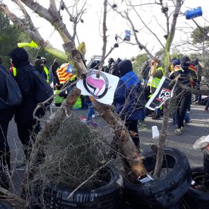 Pro-independence CDR groups block Catalonia's AP-7 motorway for 15 hours