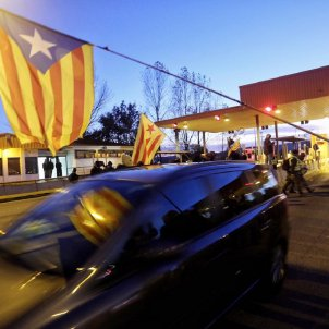 CDR activists open Catalan motorway tollgates, giving holiday traffic a free ride