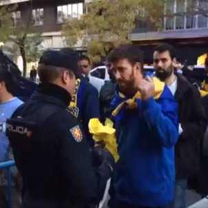 Spanish police confiscate yellow items from Argentinian football fans