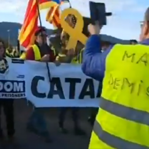 French 'yellow vests' meet Catalan 'yellow ribbons' with a protest and a song