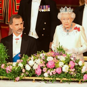 Christmas speeches: Queen Elizabeth II shows Spain's Felipe VI how one does it