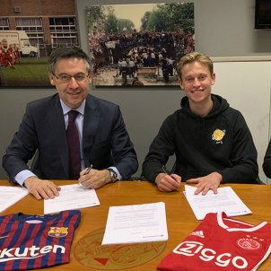 Official: Frenkie de Jong heading to FC Barcelona