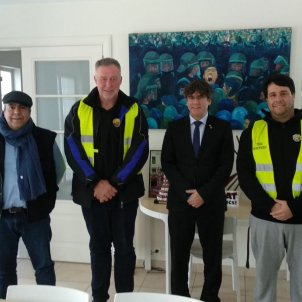 Puigdemont meets taxi drivers in Waterloo as strike ends