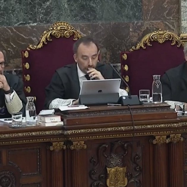 Multiple defence protests as Civil Guard testify in Catalan trial
