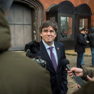 Puigdemont denounces threats after businessman puts up 100,000 euros to kidnap him