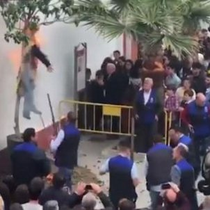 Carles Puigdemont effigy burnt and shot in Seville