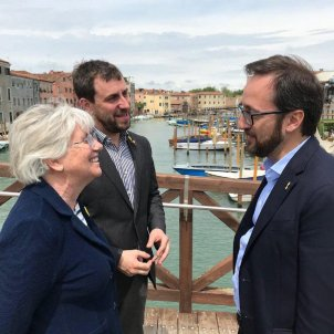 Catalan exiles Toni Comín and Clara Ponsatí appear at Venice Biennale