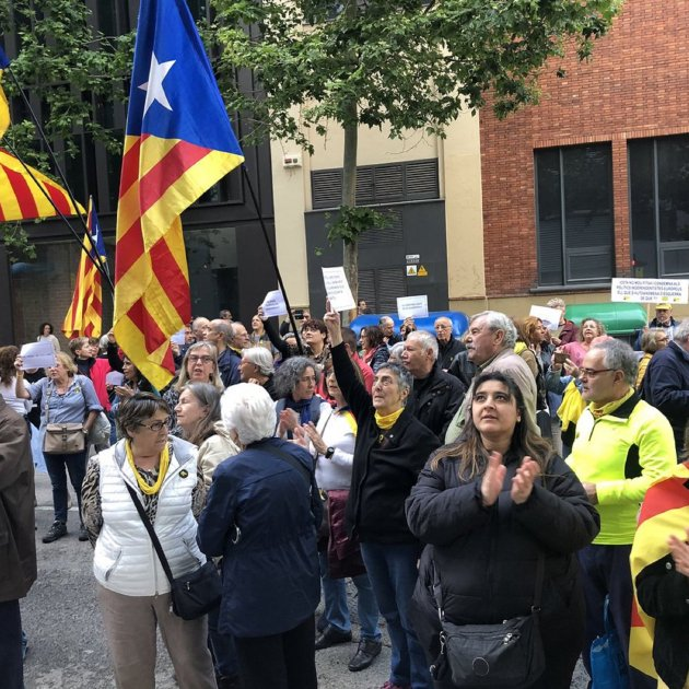 Protests outside Catalan Socialist party offices at suspension of jailed deputies