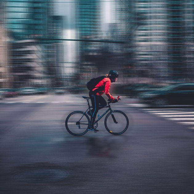 ciclista - max bender / unsplash