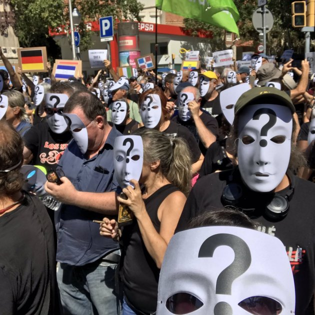 Sagrada Família protesters call for truth on the Barcelona terror attacks