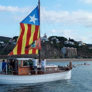 Hundreds of Catalan sailors hoist the colours of independence in marine protest