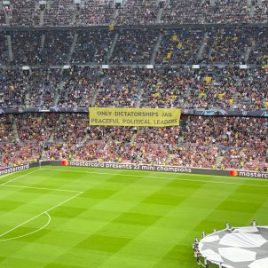 "Camp Nou's message to Europe: ""Only dictatorships jail peaceful political leaders"""