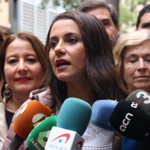 VIDEO | Inés Arrimadas jeered on visit to neighbourhood 'festa major' in Barcelona