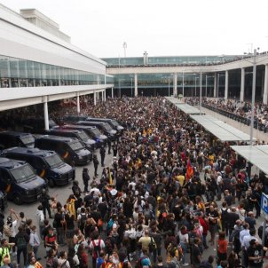 108 flights cancelled as thousands of protesters block Barcelona-El Prat airport
