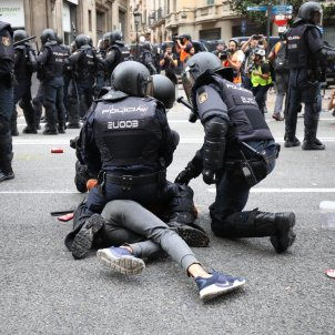 Catalonia protest arrests: violence, intimidation with a knife and a suicide attempt