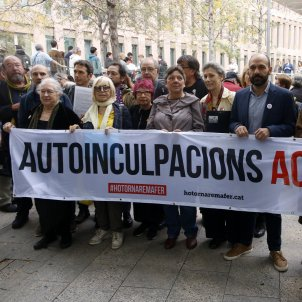 "A massive Catalan ""me too"": hundreds queue at courts to confess to sedition"