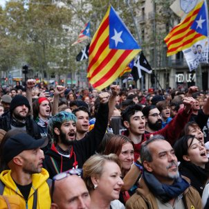 "Concerts and chants fill central Barcelona on Spain's ""day of reflection"""