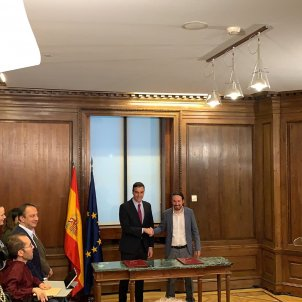 Sánchez and Iglesias seal their Spanish coalition deal and await kingmaker ERC