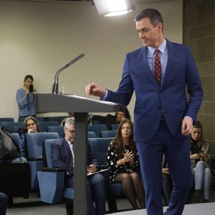Pedro Sánchez adopts a tone of detente with Torra while announcing new cabinet