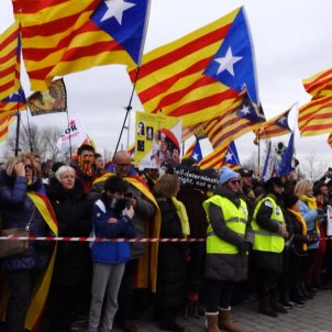 Video: Catalan anthem 'Els Segadors' outside the European Parliament
