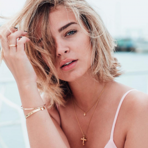 Laura Escanes collar  instagram