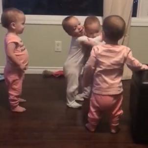 abraçada bebes facebook