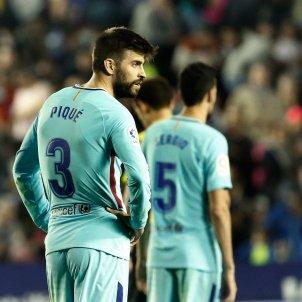 Piqué Busquets Barça Llevant EFE