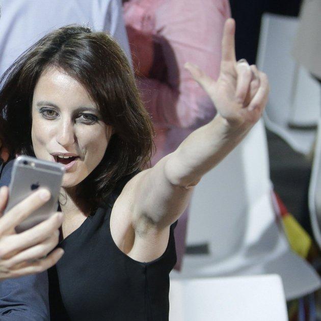 andrea levy pablo casado fernando martinez maillo selfie mobil