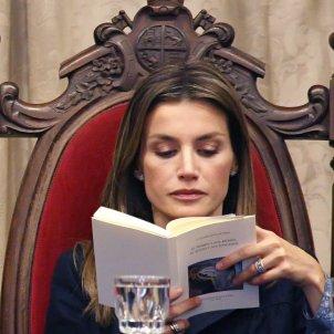 leticia llegint gtres