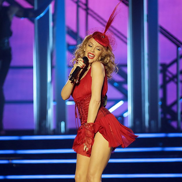 Kylie Minogue cantant GTRES