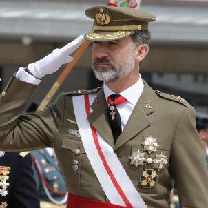 Felip VI salutacio militar GTRES