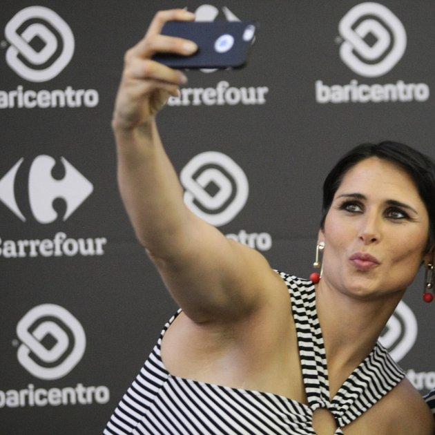 Rosa Lopez selfie mòbil GTRES
