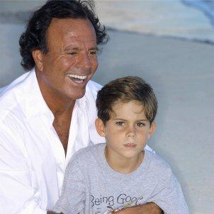 Julio Iglesias fill Michael GTRES