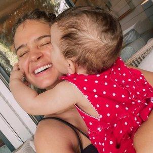 Laura Escanes amb la seva filla Roma petó @lauraescanes