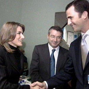 Letícia encaixada amb Felip 2002 TVE